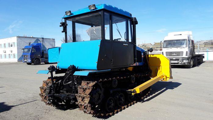 Трактор ДТ-75 с отвалом